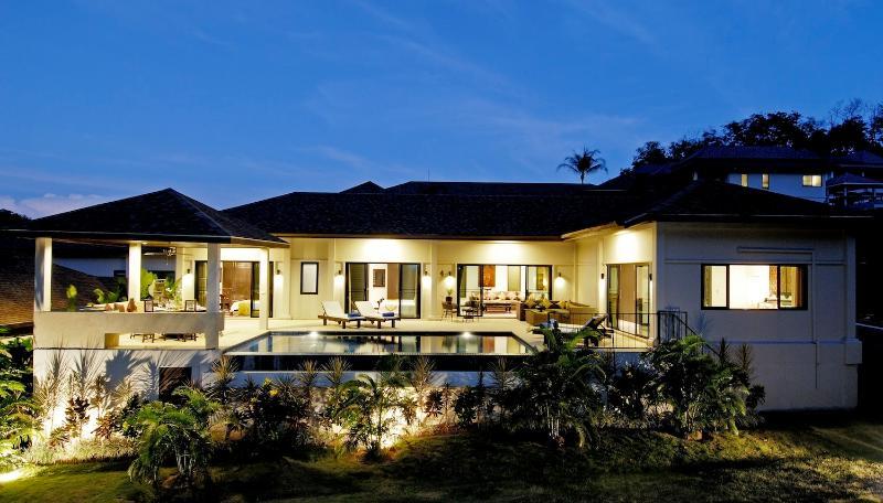 4 bedroom Sapphire Villa, 1km from Nai Harn Beach