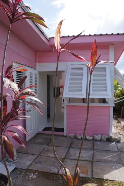PINK COTTAGE, location de vacances à Saint-James