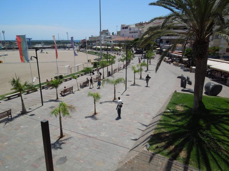 Beach promenade of Los Cristianos only 100 meters away from the apartment