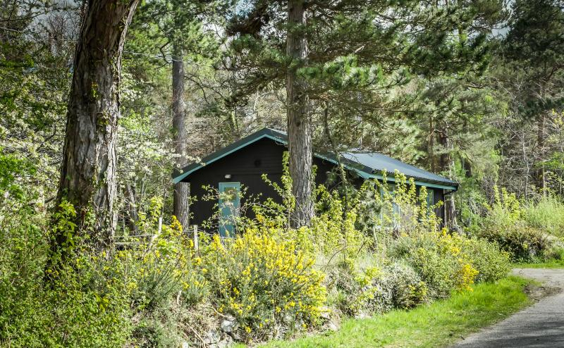 Affleck; a cosy water-side lodge in woodland gardens between Inverness and Beauly