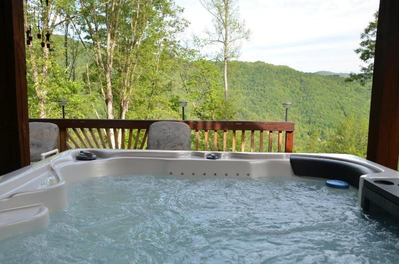 Bear Bottoms Chalet - Private and Romantic Getaway with Outdoor Kitchen, location de vacances à Parc national des Great Smoky Mountains