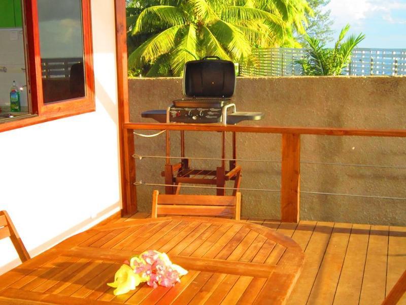 Le Matahina a son propre barbecue sur sa terrasse, toutes avec vue sur l'océan.