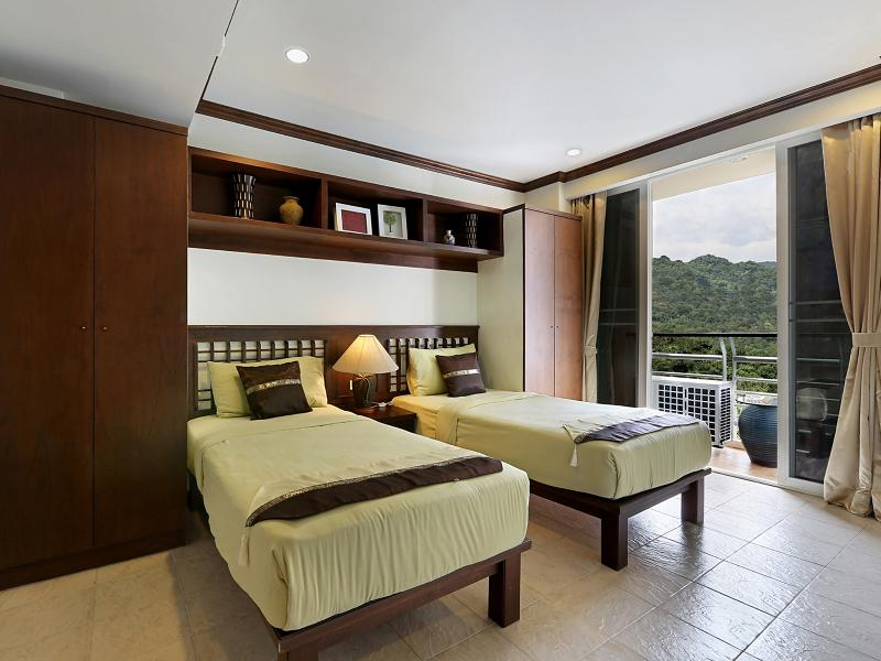 Second Bedroom with 2 single beds