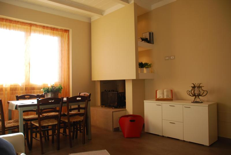 Casolare l'Ulivo - App. Frantoio, holiday rental in Foligno