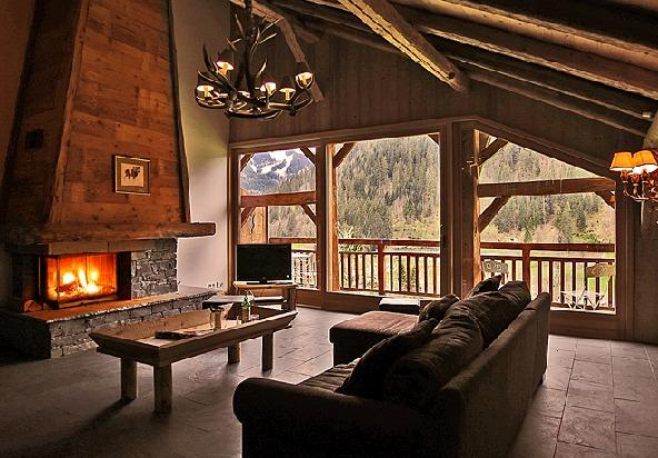 Lounge with open fireplace