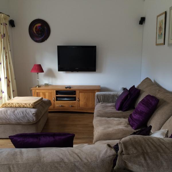 Salon de jardin avec TV et SKY HD donnant sur le jardin