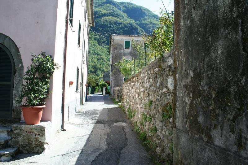Casa vacanza in lunigiana alta Toscana, holiday rental in Pugliano