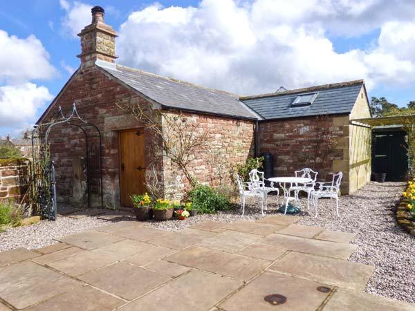 THE COBBLES, stone-built cottage, romantic retreat, en-suite bedroom, walks and, holiday rental in Great Salkeld