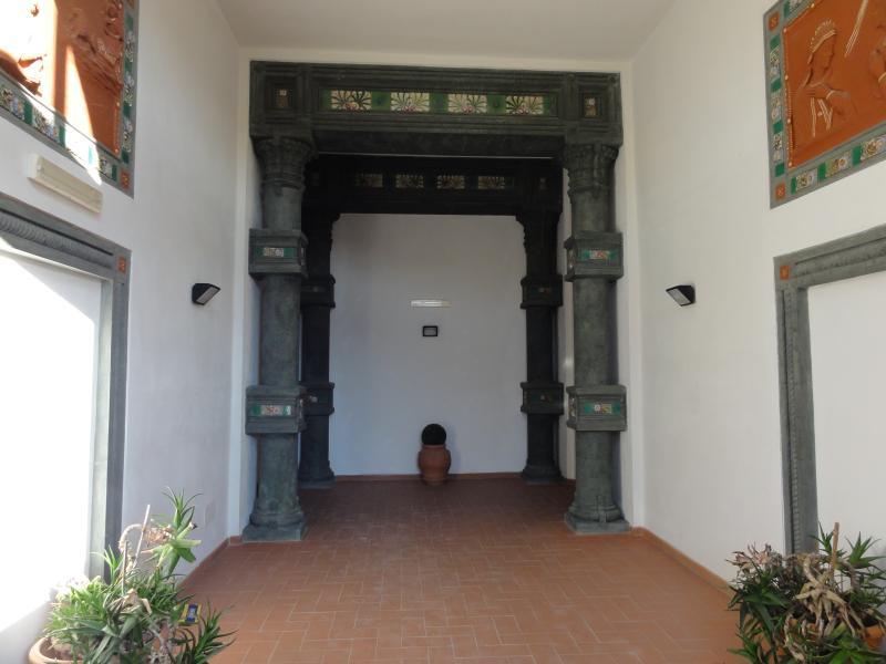 l'ingresso all'antico convento