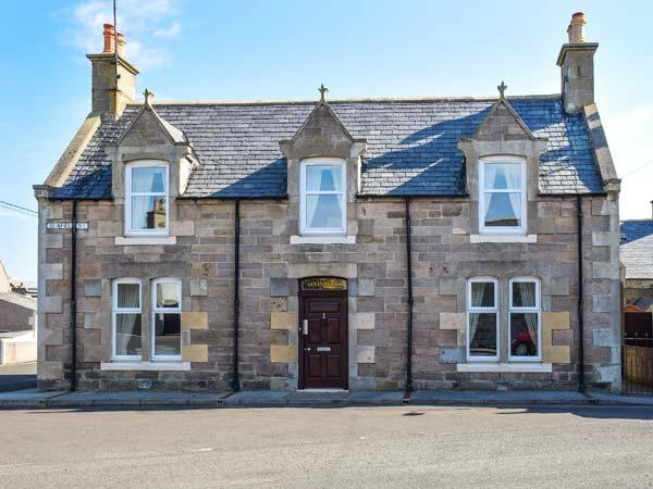 HOLLY HOOSE detached, open fire, WiFi, private patio, close to beach in, holiday rental in Clochan