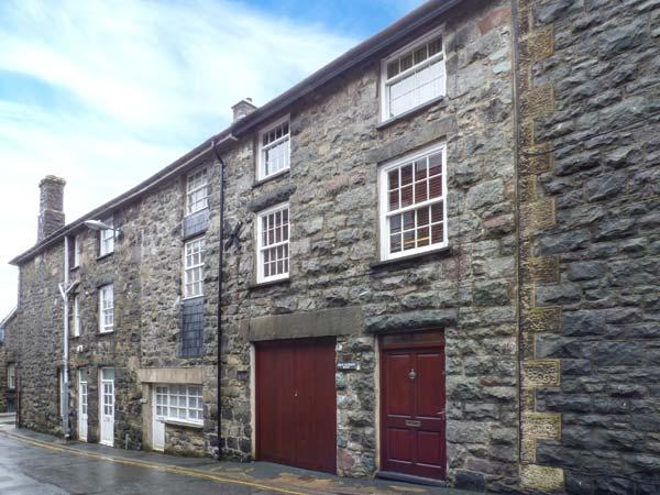 BRYN MEIRION BACH, converted old mill warehouse, exposed beams and old mill, vacation rental in Dolgellau