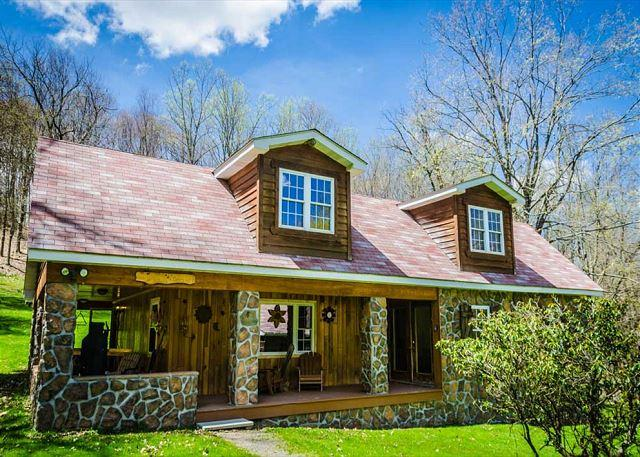 OVR's Pura Vida- Beautiful Lodge located IN Ohiopyle State Park!, vacation rental in Confluence