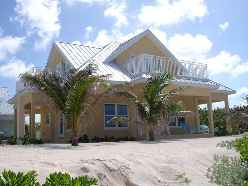 Ocean Paradise # 5 Yellow - Affordable Luxury Home w/ pool, vakantiewoning in Grand Cayman