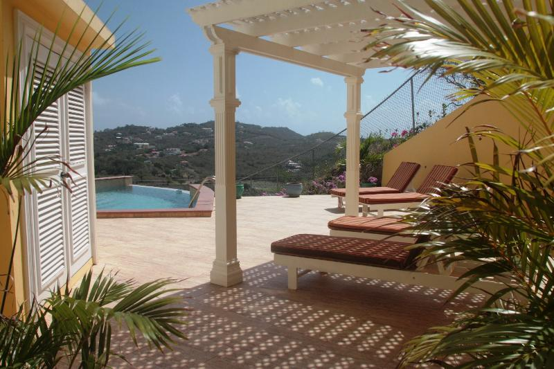 South Sea House Apt 3 - Luxurious But Great Value, alquiler de vacaciones en Sta. Lucía