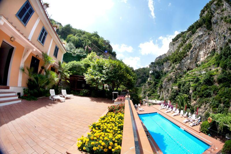 Appartamento terrazza e piscina condivisa