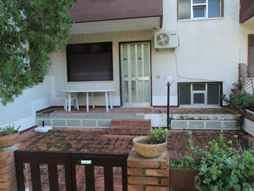 appartamentini in Villetta a schiera vicino mare, location de vacances à Gioiosa Marea