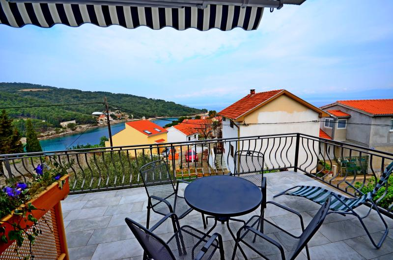 BRAND NEW APT - SEA VIEW for 4 persons - A1, alquiler de vacaciones en Stomorska