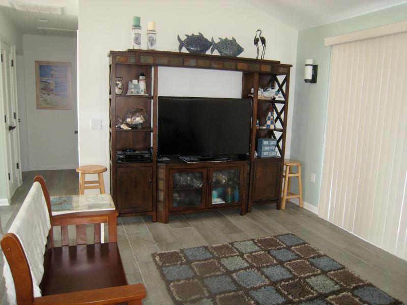 Entertainment center with 42' TV
