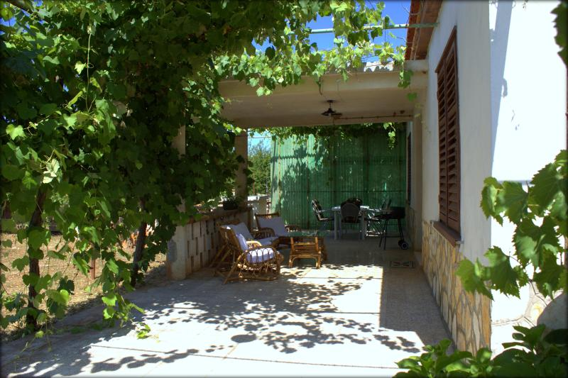 HOUSE FOR 6/PATS ALLOWED, vacation rental in Kozino
