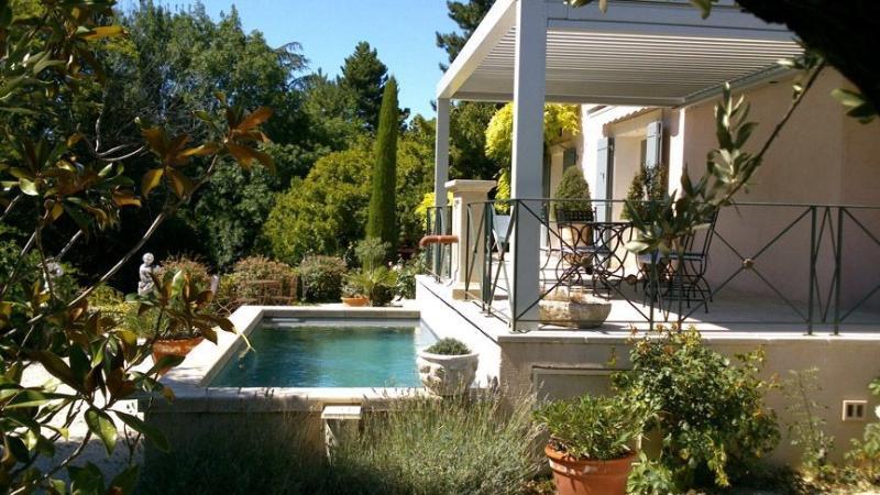Maison de charme au calme en bord de sorgue, location de vacances à L'Isle-sur-la-Sorgue