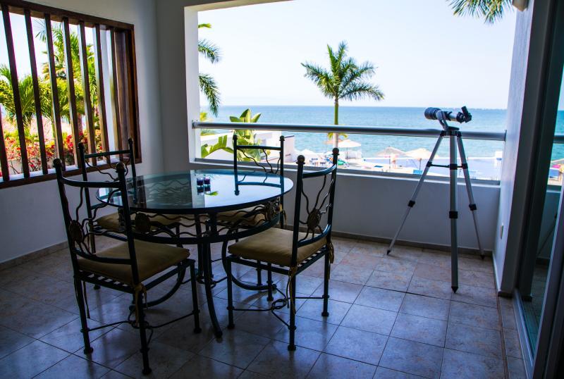 Bucerias Beachfront Condo Colibri, holiday rental in Bucerias
