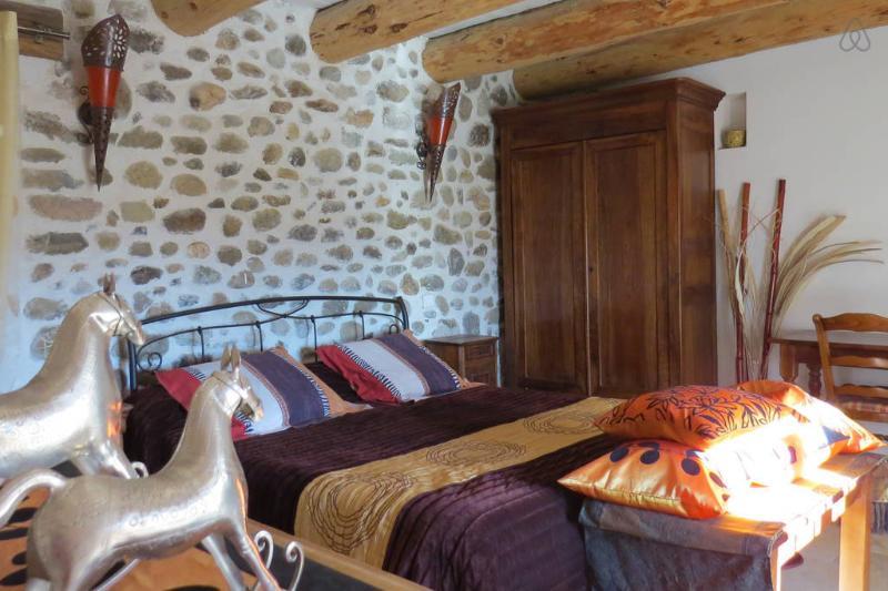 Les Gites d'Eliane, holiday rental in Laragne-Monteglin
