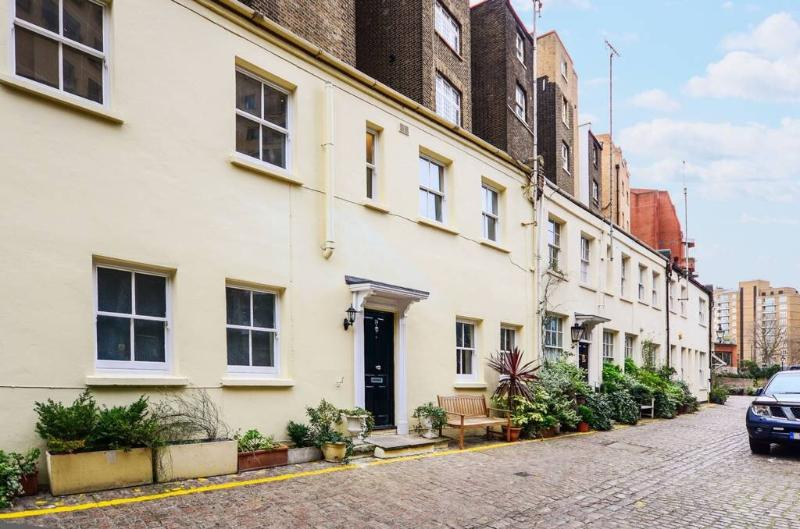 A stunning two bedroom house in a secluded area of South Kensington.