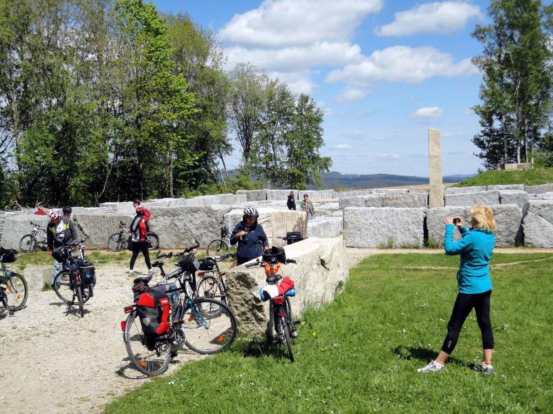 Popular entre niños y adultos: el laberinto de granito en Buchhaus cuatro...