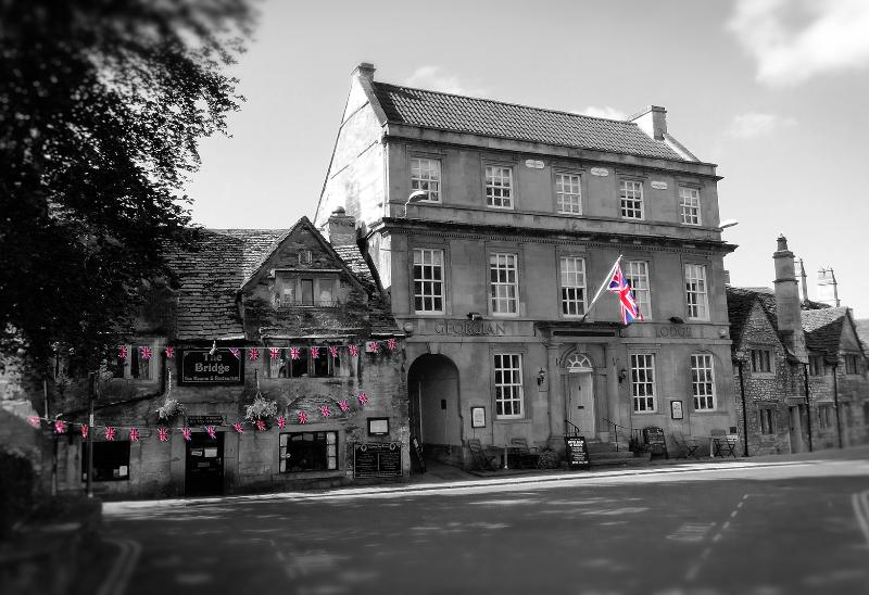 Rent the entire middle floor of the historic Georgian Lodge with its own flagpole!