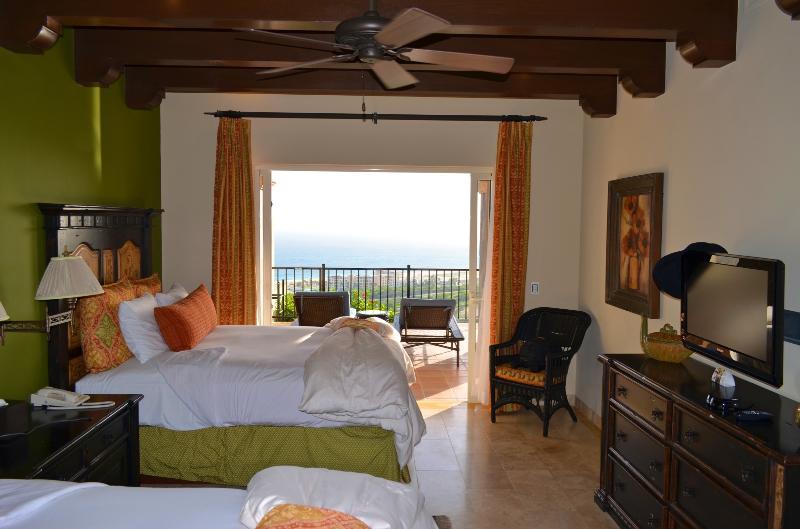 2 queen bed suite in villa 110
