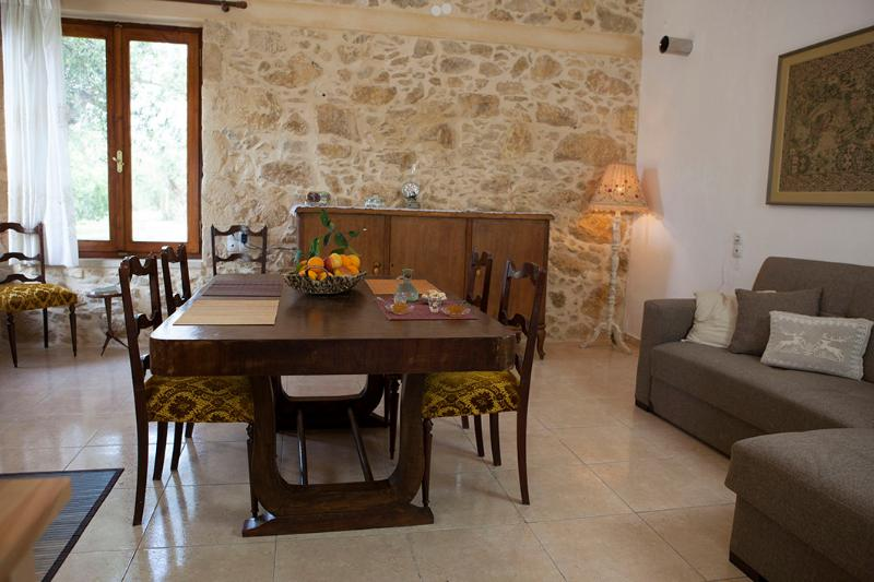 HORIZONTE Cretan cottage, holiday rental in Drapanias