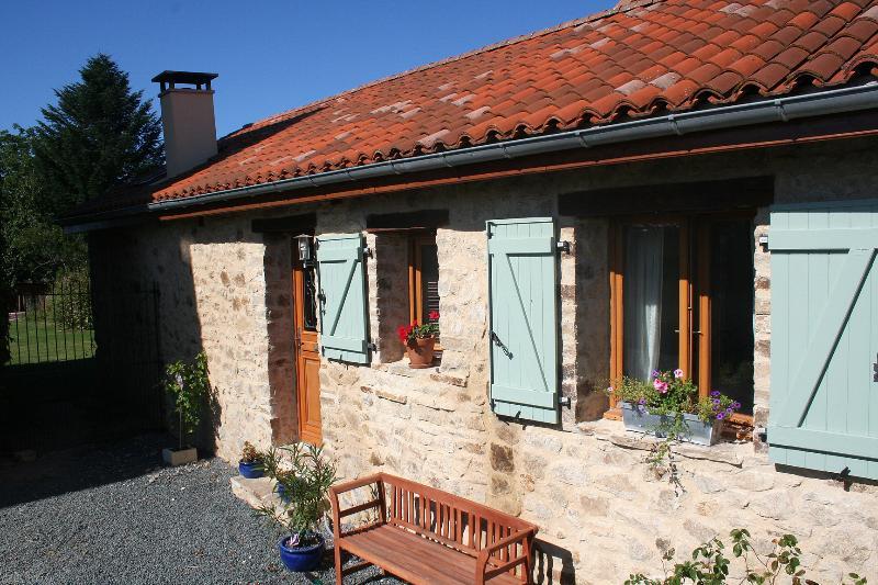 Converted Barn St Nicolas Courbefy, casa vacanza a Ladignac le Long