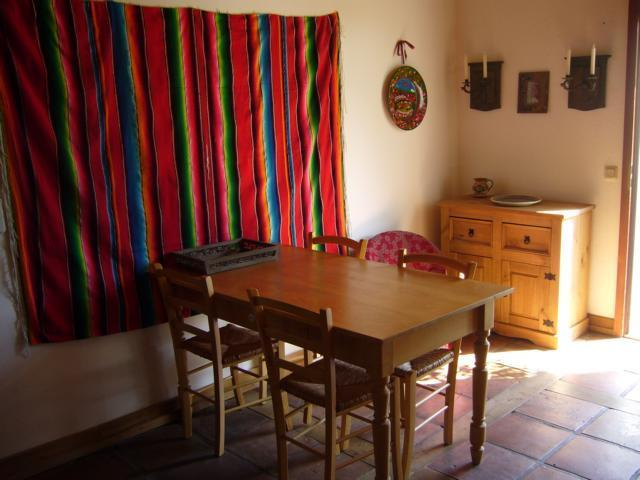 Breakfast-room with access to terrace and garden; also TV and DVD; Internet