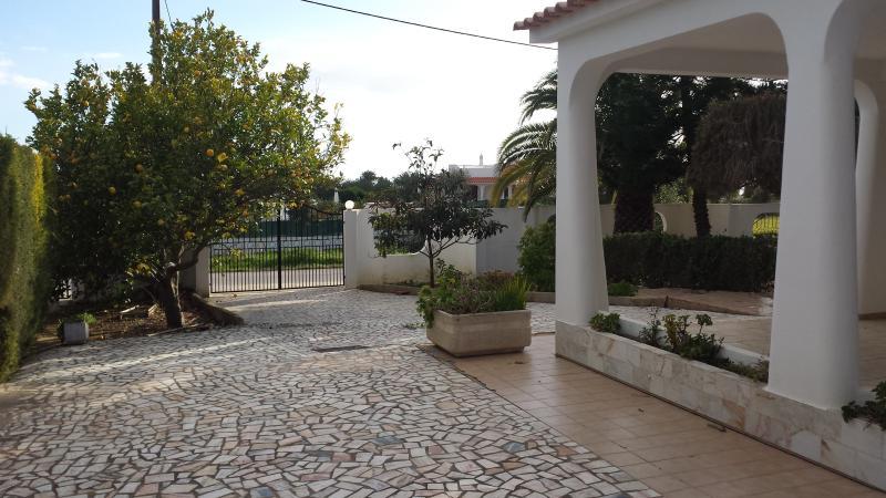 3 bedroom villa with pool near Albufeira, Portugal, casa vacanza a Gale