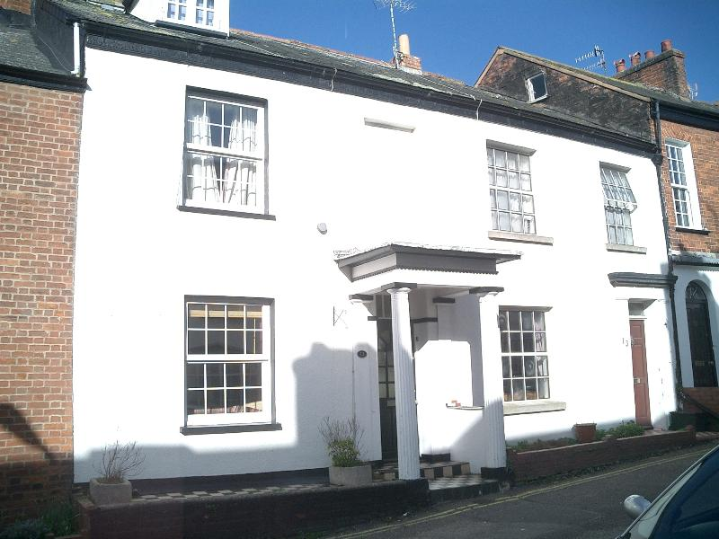 Character Town House - 3 bedrooms Sleeps 6 - close to town & beach, holiday rental in Exmouth