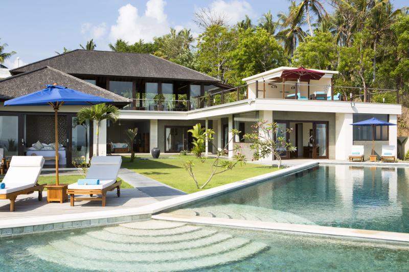 Villa Aamisha, stunning , luxury , ocean view accommodation in East Bali., vakantiewoning in Manggis