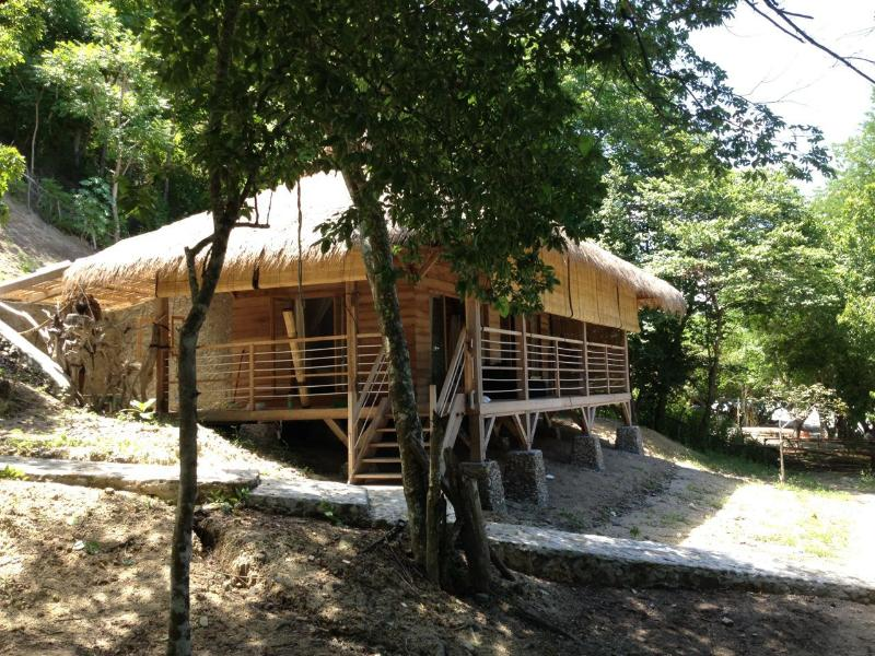 Pazolle'e Beach Bungalow, holiday rental in Badjo