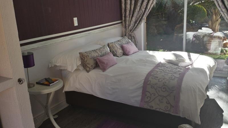 Room 8 1 x Single bed.