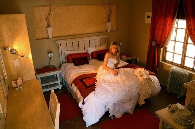 Room 1 1 x queen size or two single beds