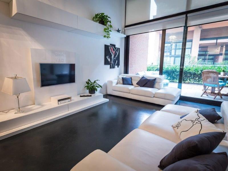 Living con TV LCD e canali SKY Free WI-FI