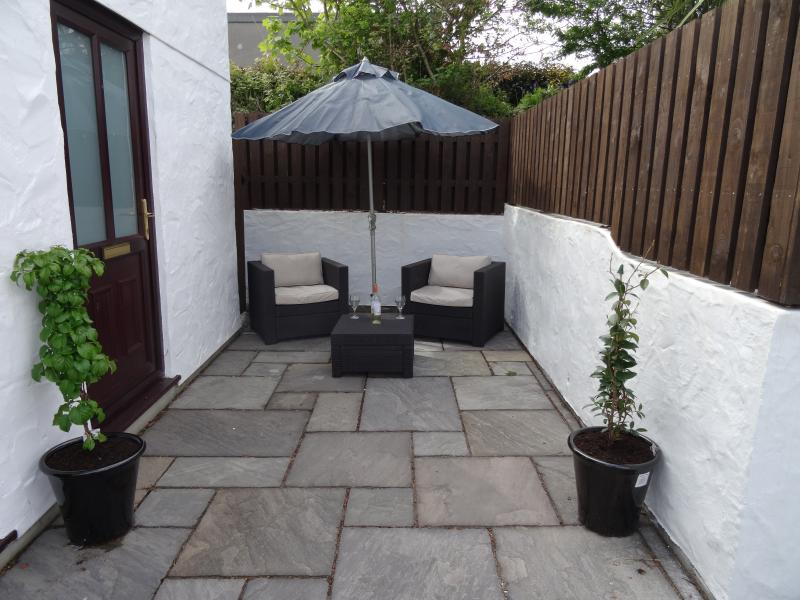 Private patio area for alfresco dining or drinks at sunset. Off road parking too.