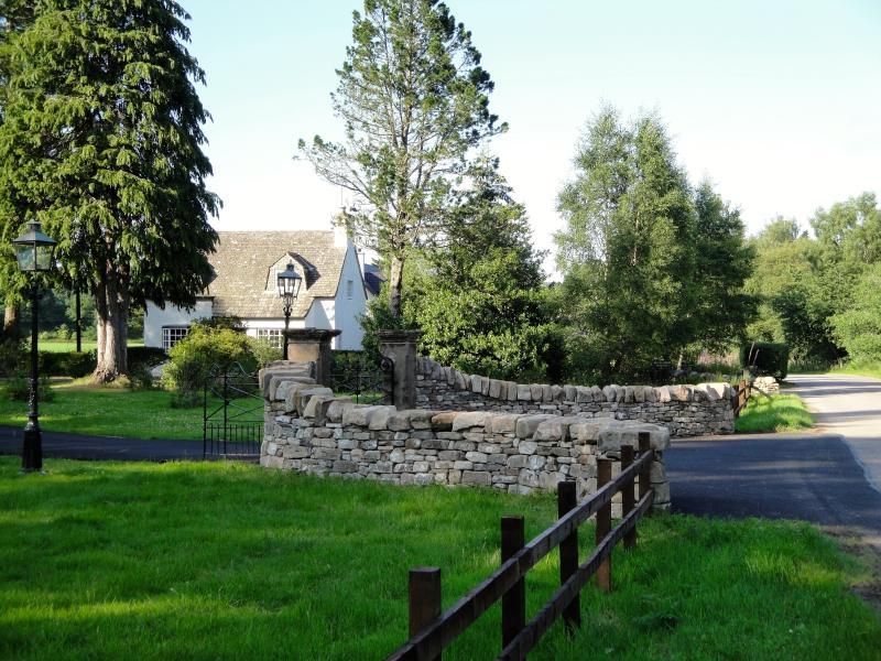 Entrance to Kellas Lodge