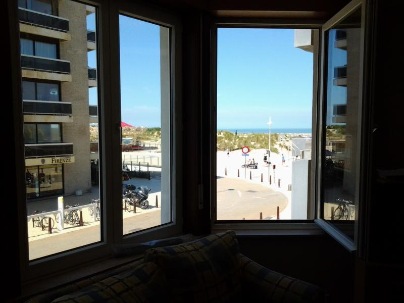 Apartment 4 pers Seaview - Incl private parking, vacation rental in De Panne