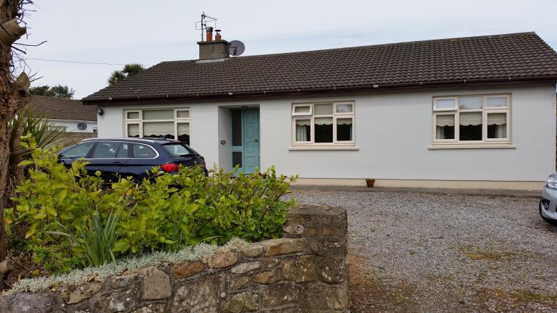Dunmore East seaside cottage, holiday rental in Templetown
