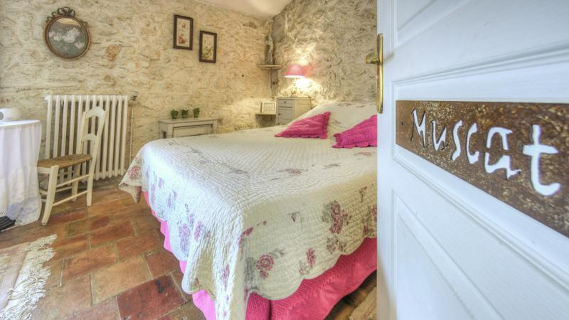Chambre Muscat  pour 2 personnes, holiday rental in Ouveillan