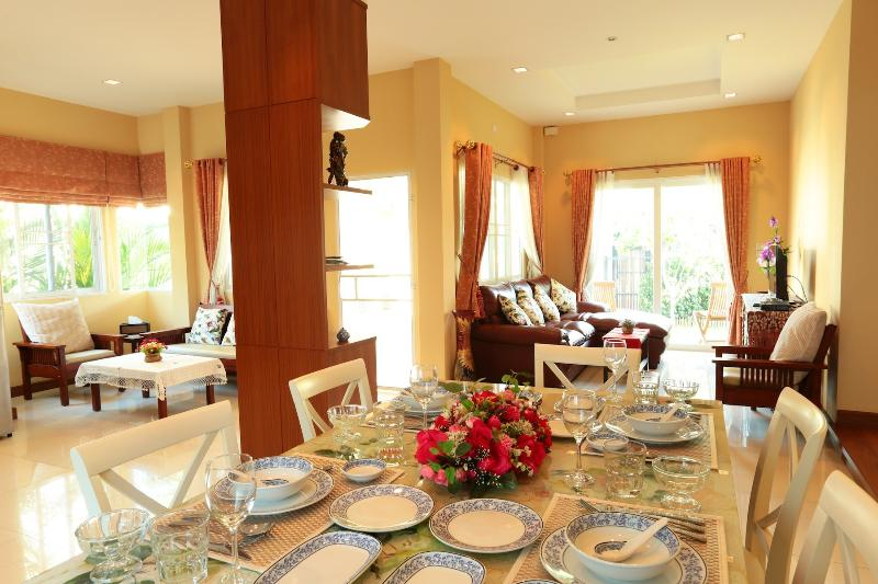 A new detached two bedroom luxury villa, vacation rental in Chiang Mai