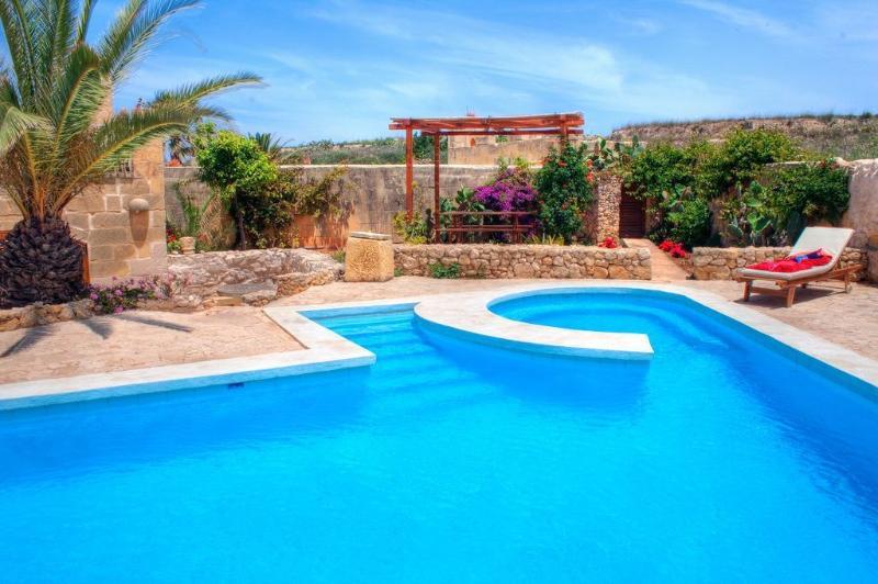 Farmhouse Tina  - Gozo Accommodation, alquiler vacacional en Ghasri