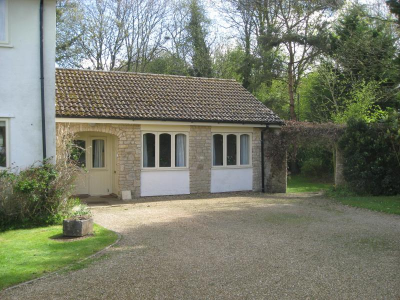Comfortable Cottage in South Cotswolds, holiday rental in Dyrham
