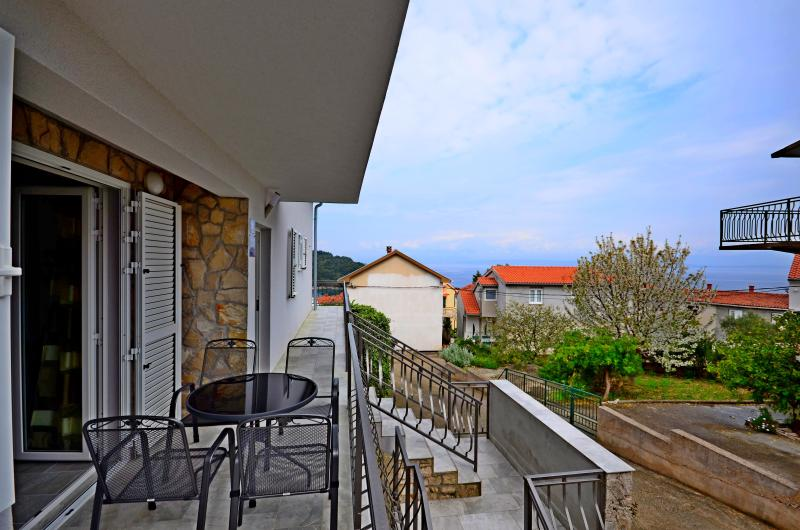 BRAND NEW APT - SEA VIEW for 4 persons - A3, alquiler de vacaciones en Stomorska