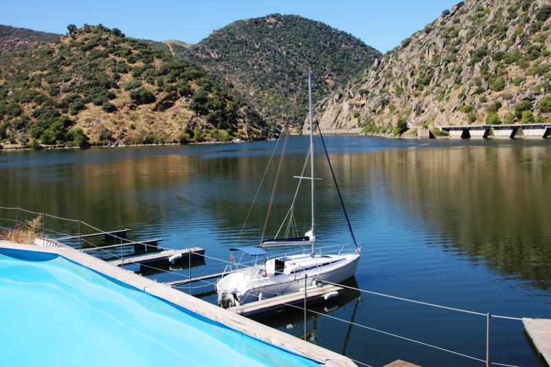 PORTO DOURO VALLEY SAIL YACHT CRUISES WITH SKIPPER, holiday rental in Meda
